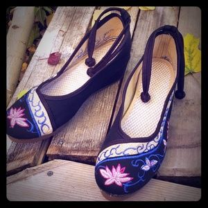 Shoes - Embroidered shoe's from china Size 10